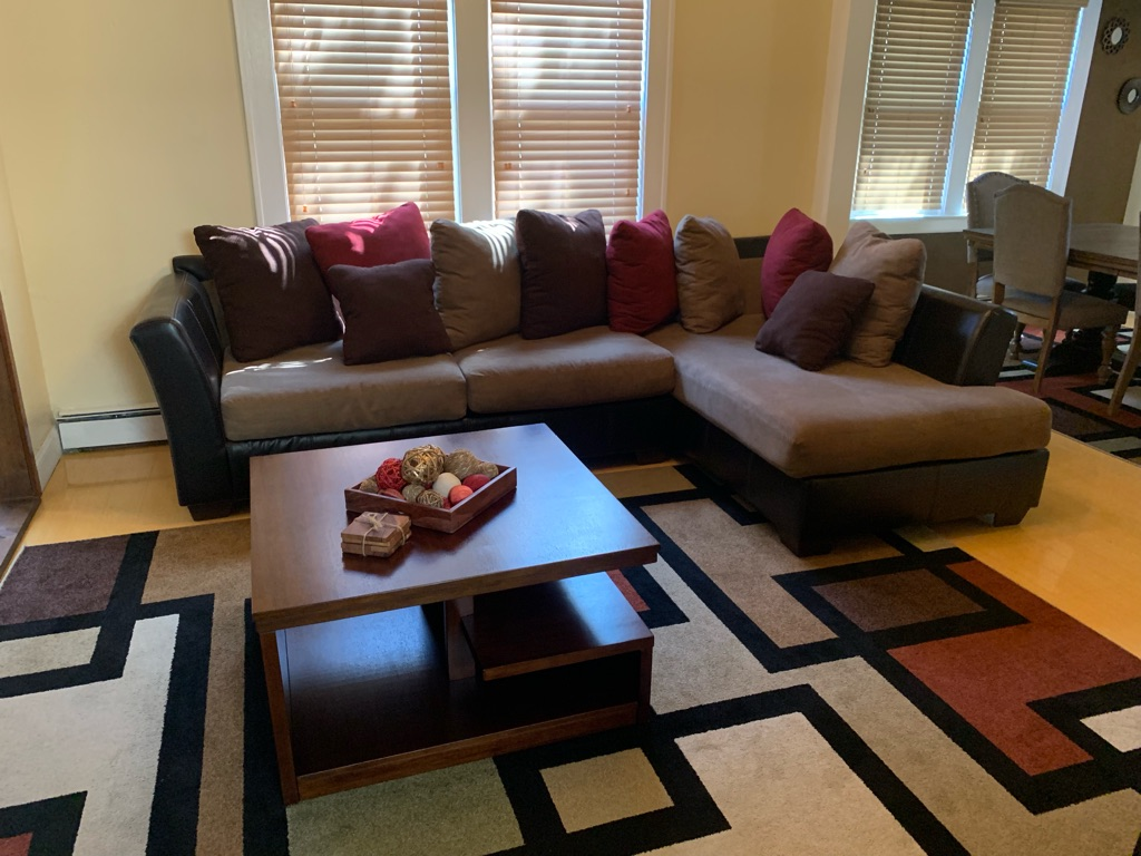 Excellent condition sectional with matching accent chairs