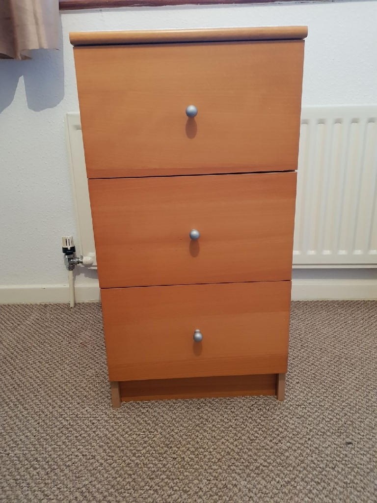 Small chest of drawers /night table