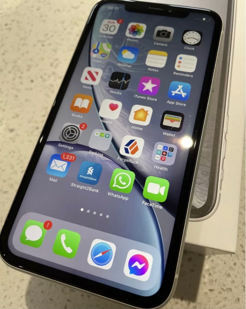Apple iPhone XR 128GB White Unlocked - Great Condition