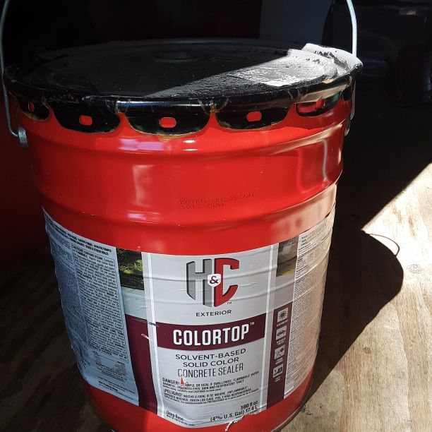 5 gallon bucket of concreat paint