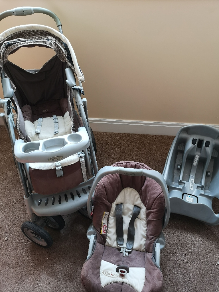 Greco newborn carseat and push chair