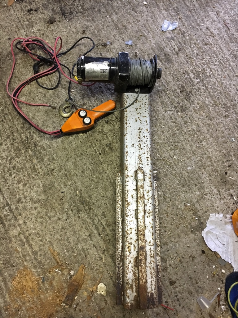 Electric winch and steelbpost