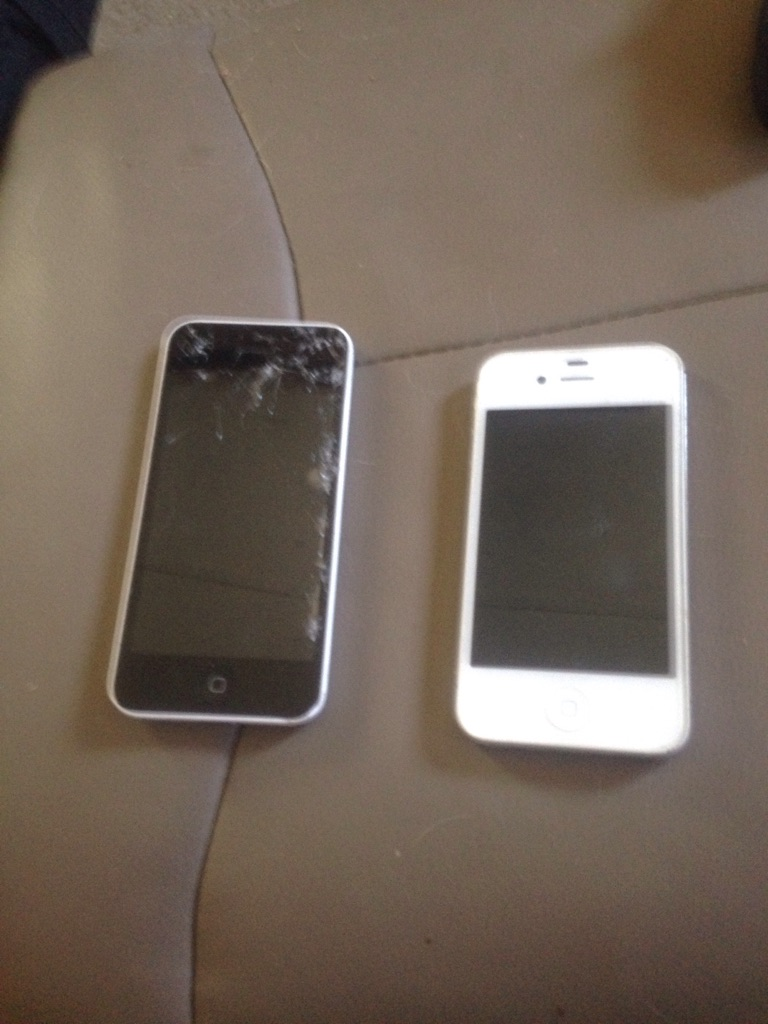 4s and 5s with chargers 5s needs new screen but works perfectly 4s flawless