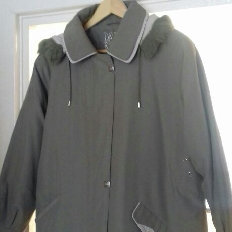 Ladies Removable Hooded Jacket Size 22