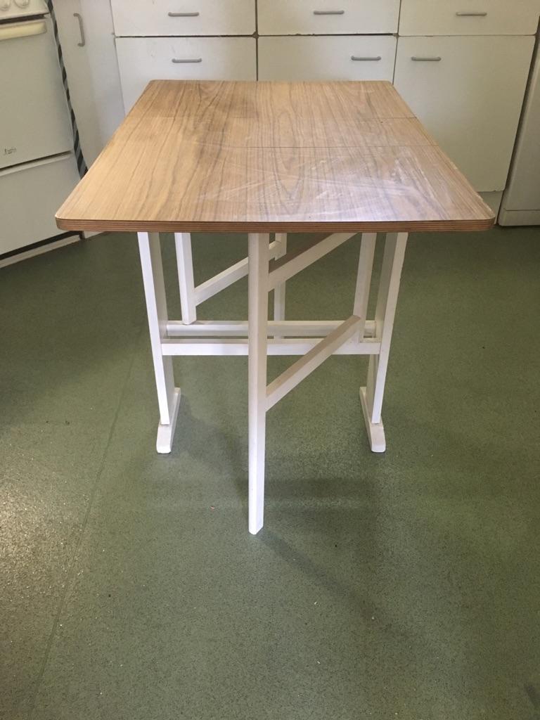 Formica foldable leaf table