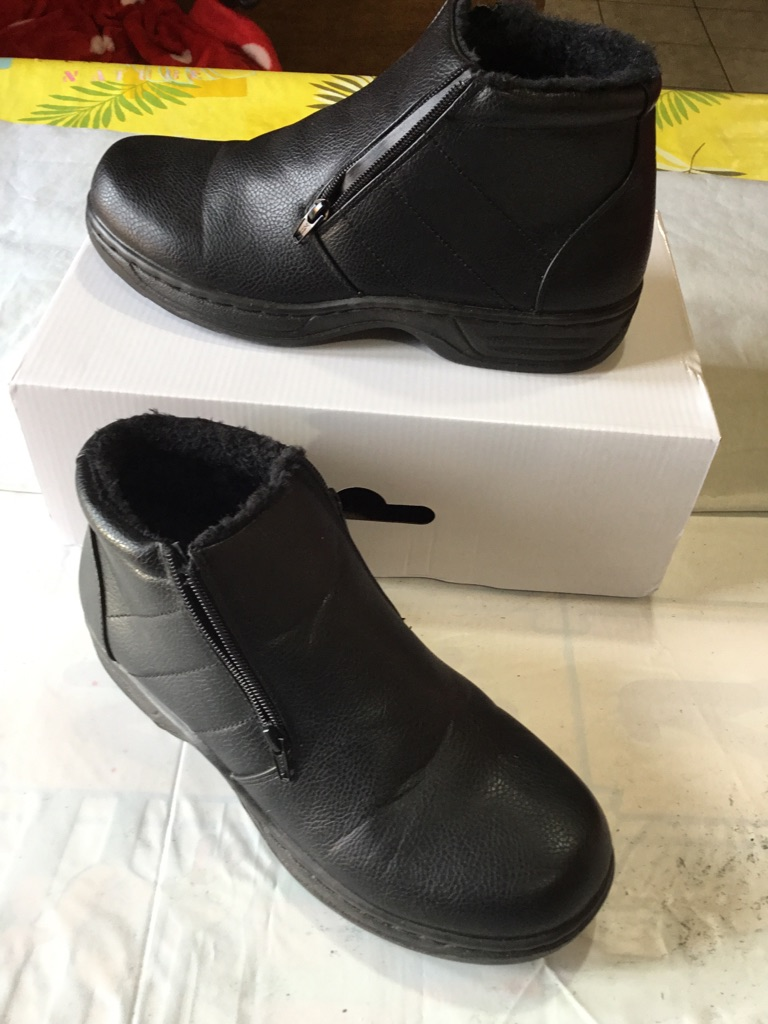 Zip up fleece lined boots size 8