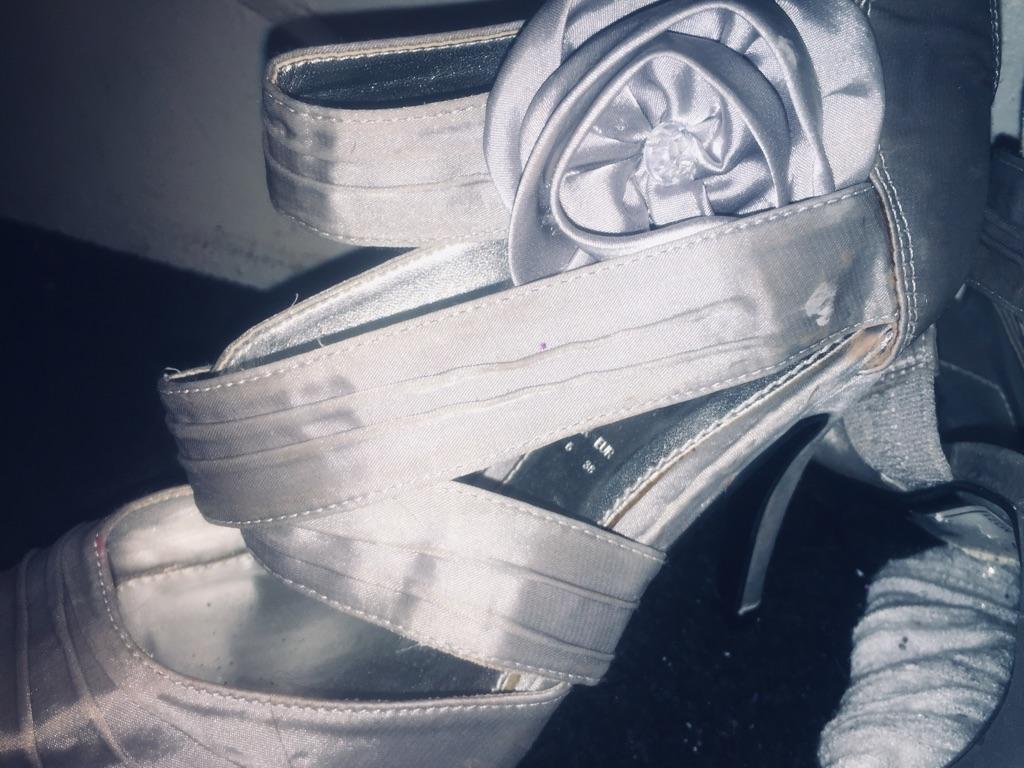 Brand new newer worn stunning size 5 peep hole toe high heels