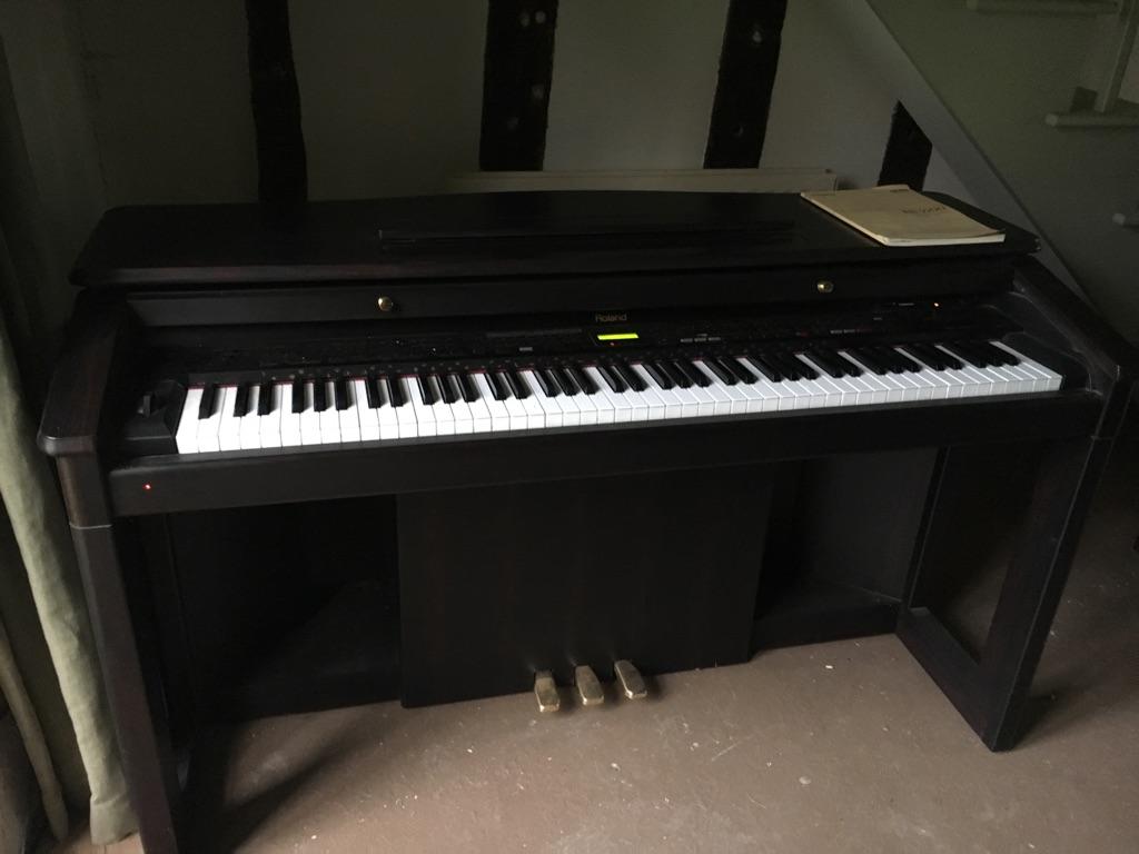 Roland intelligent digital piano KR5500