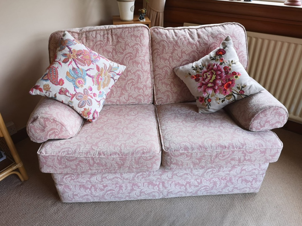 Coral and Cream patterned 4 piece suite