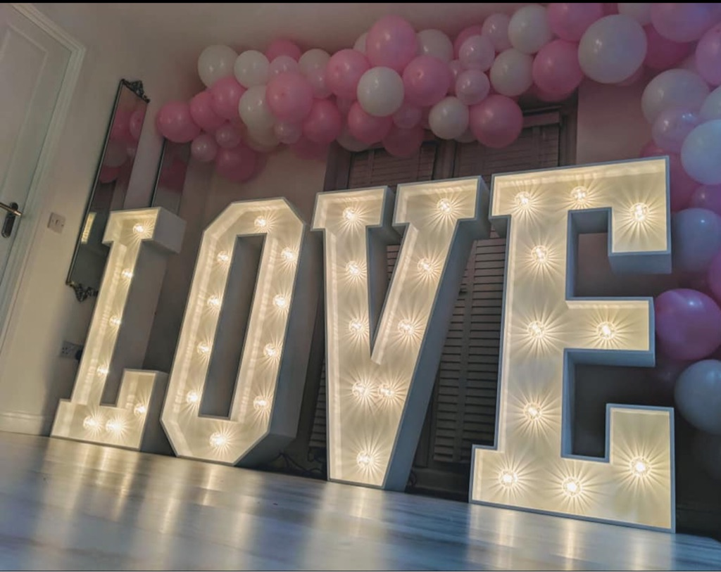 4ft LED  LOVE  letters and Balloon Arch