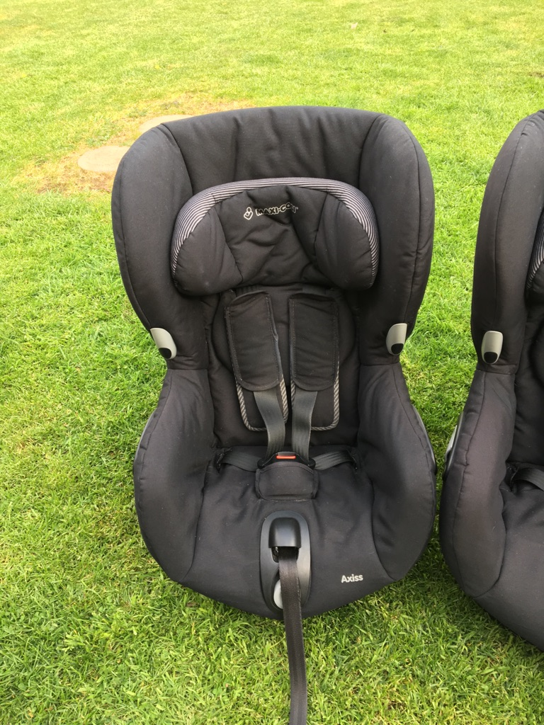 2x Maxi Cosi Axiss car seats