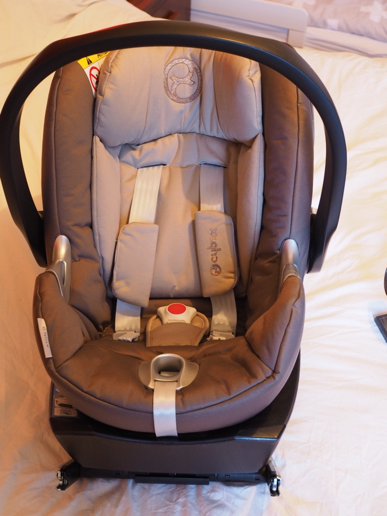 Cybex Aton infant car seat with ISOFIX base