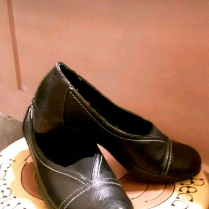 Black shoes by Dr. Scholl's 7