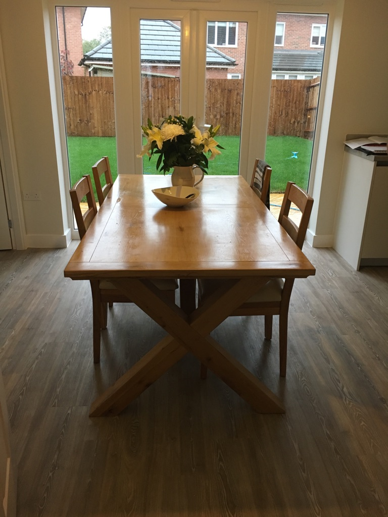 Solid wood extendable table with 8 chairs