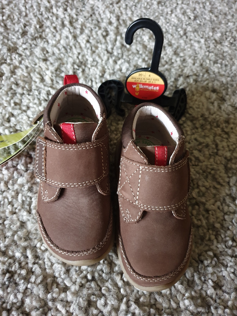 Toddler shoes size 4 BNWT