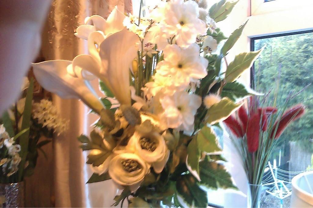 Glass crystal vases with flower sets - best offer