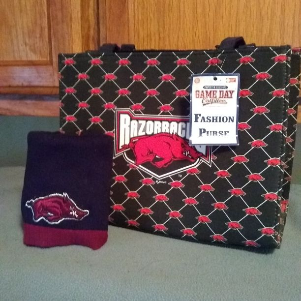 Razorback Bag and beany