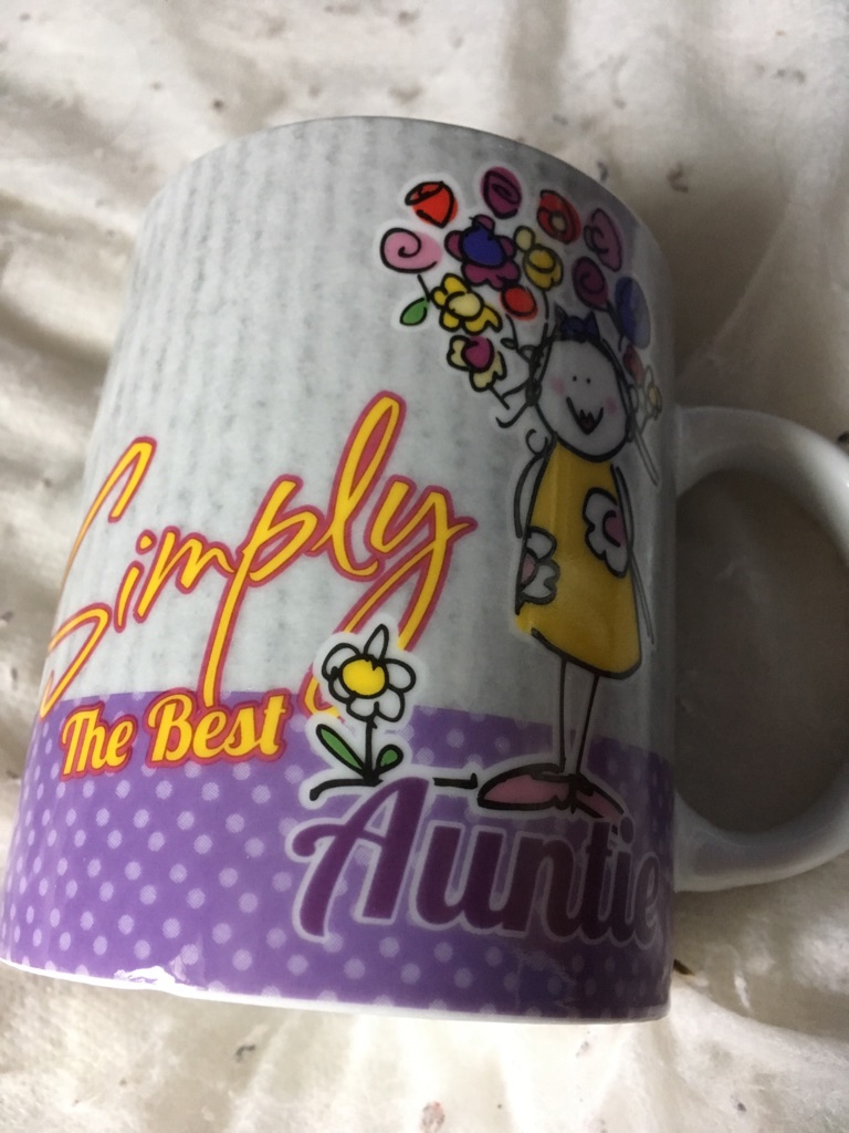 Simply best auntie mug
