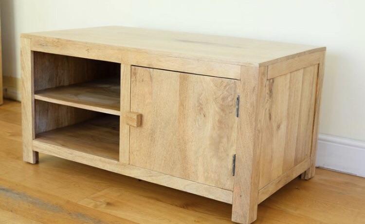 Solid Oak FurnitureLand Mantis Light Mango TV Cabinet / Large Hardwood Media Unit