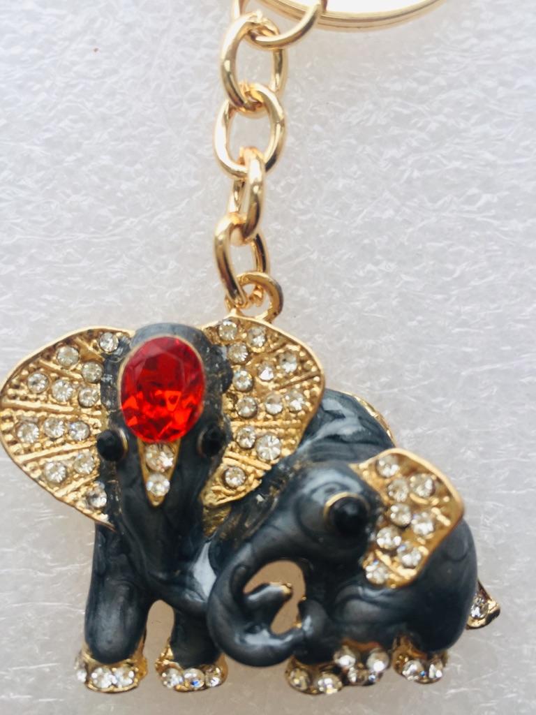 Keys ring holder with elephant family