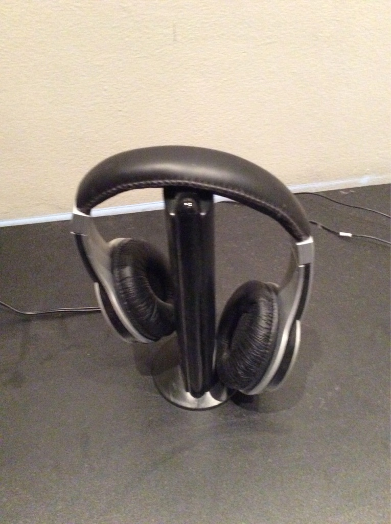 Wireless headphones with stand/charger
