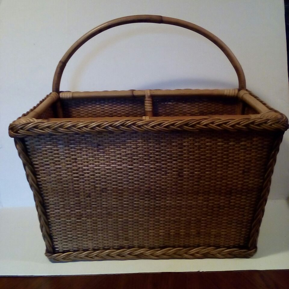 Wicker rectangle shape basket