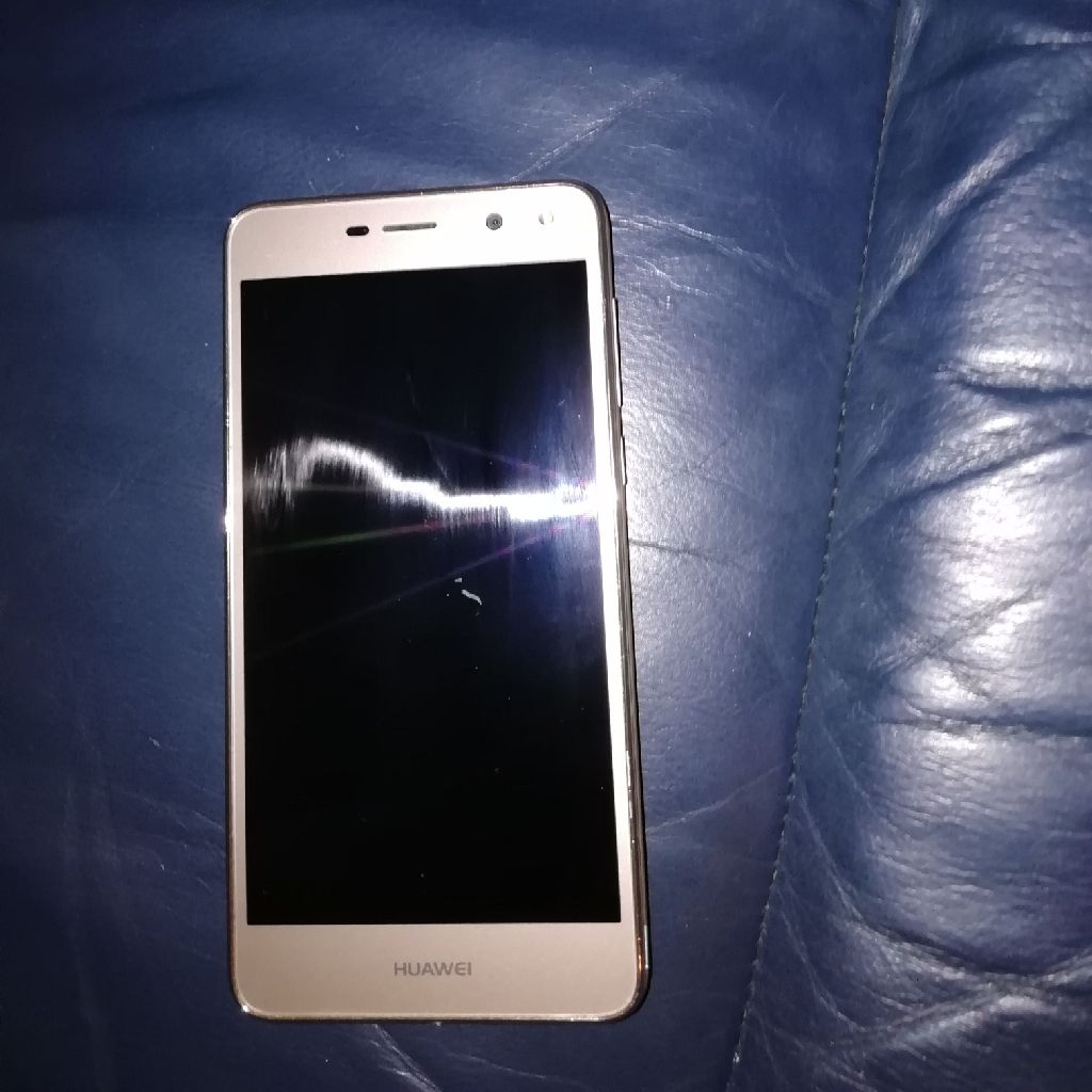 Huawei mya L11 phone for sale no box comes with charger 32 gb memory good camera etc £70