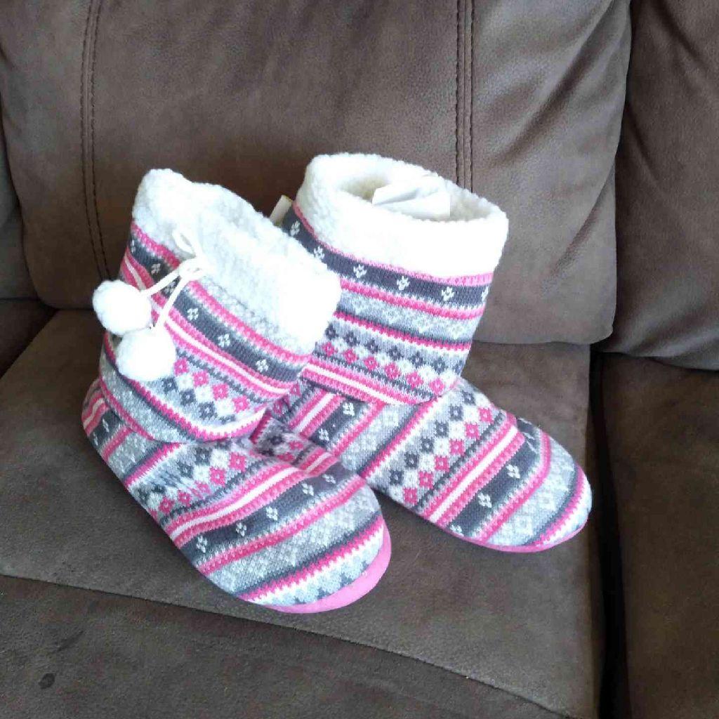 Women's booty slippers