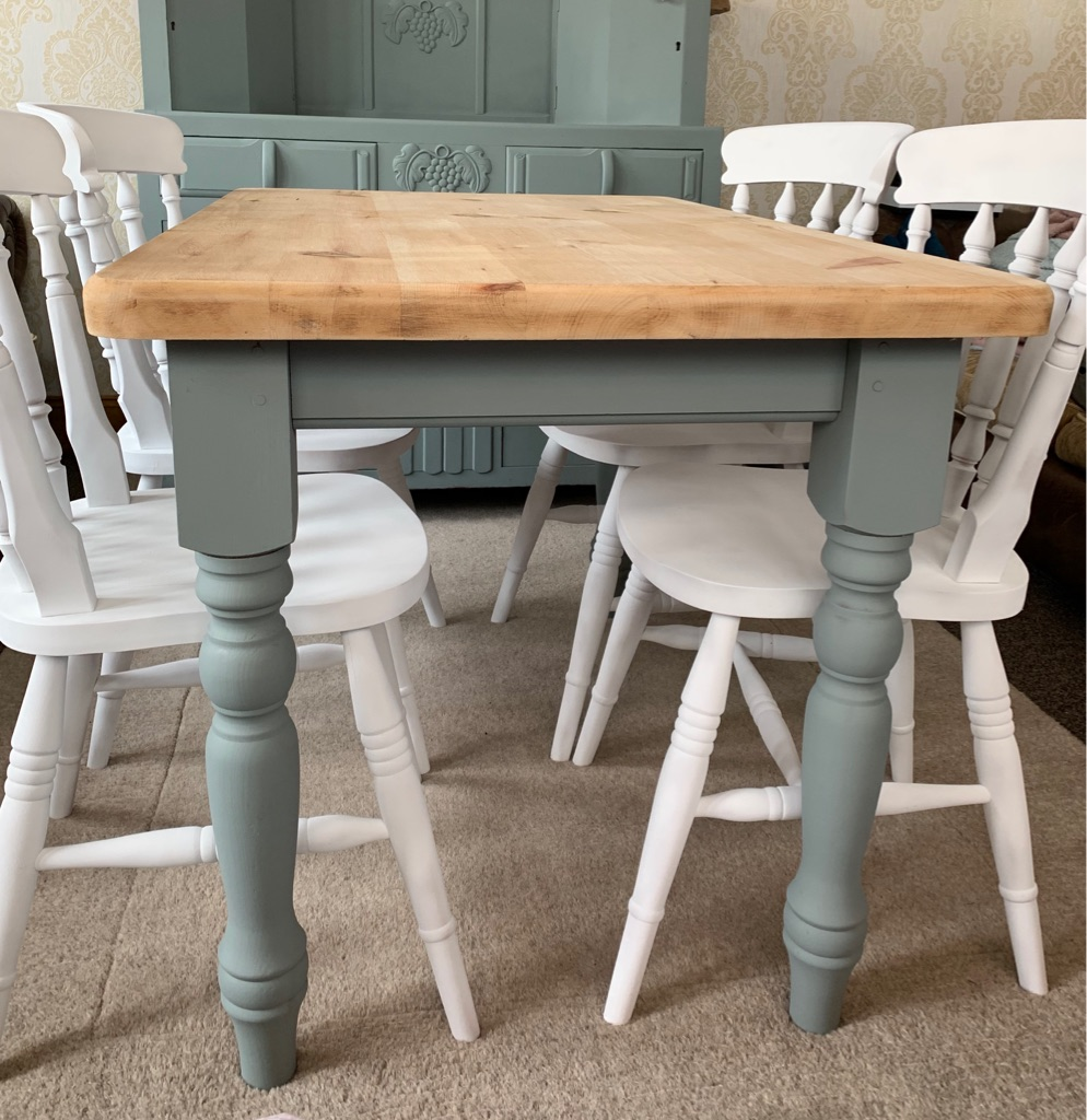 Chunky farmhouse pine table and chairs