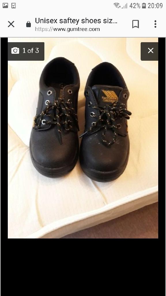 Unisex saftey shoes. Size 4