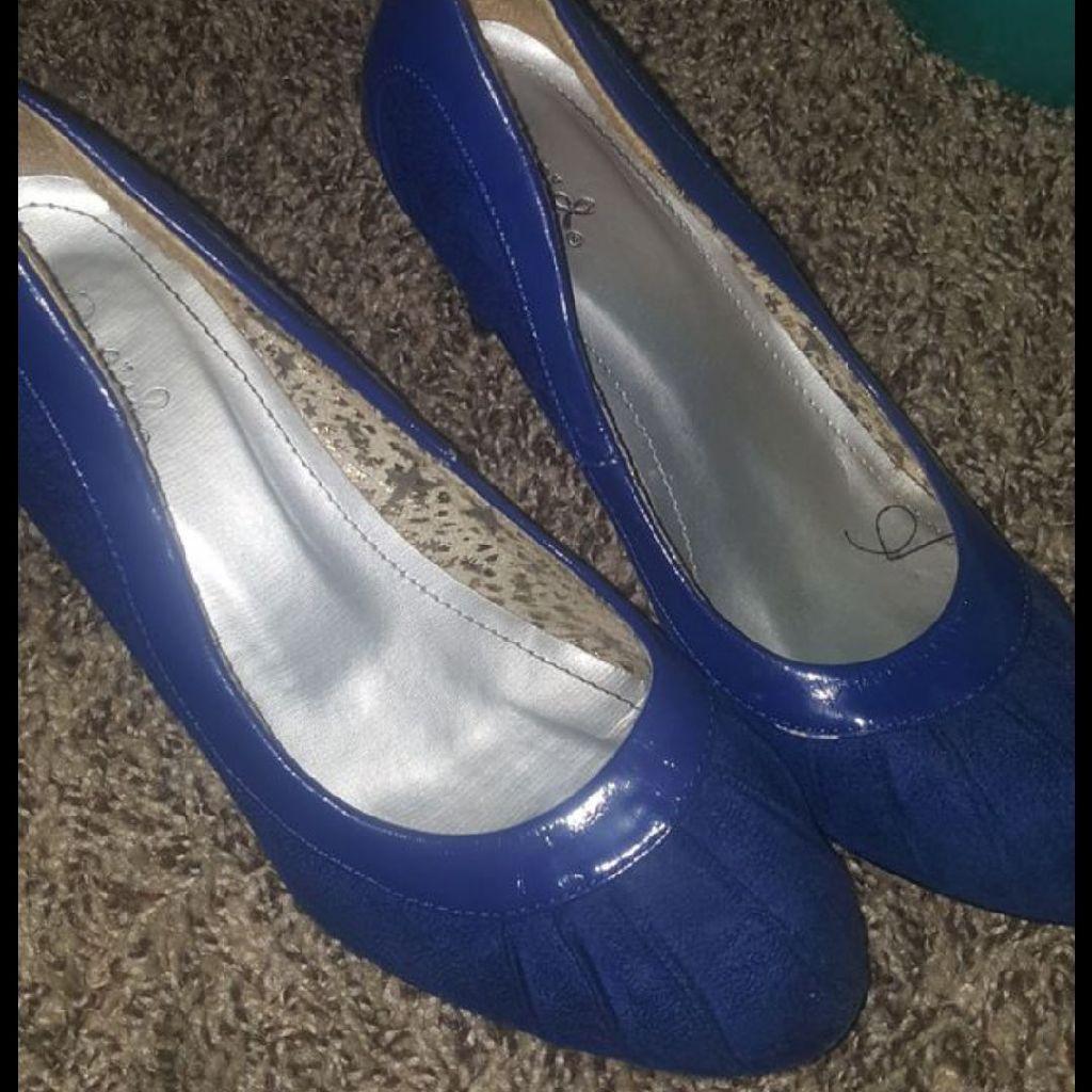 Women's size 8 blue heels