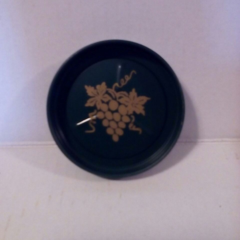 Set of 8 Tin Green Coasters With Gold Color Grapes