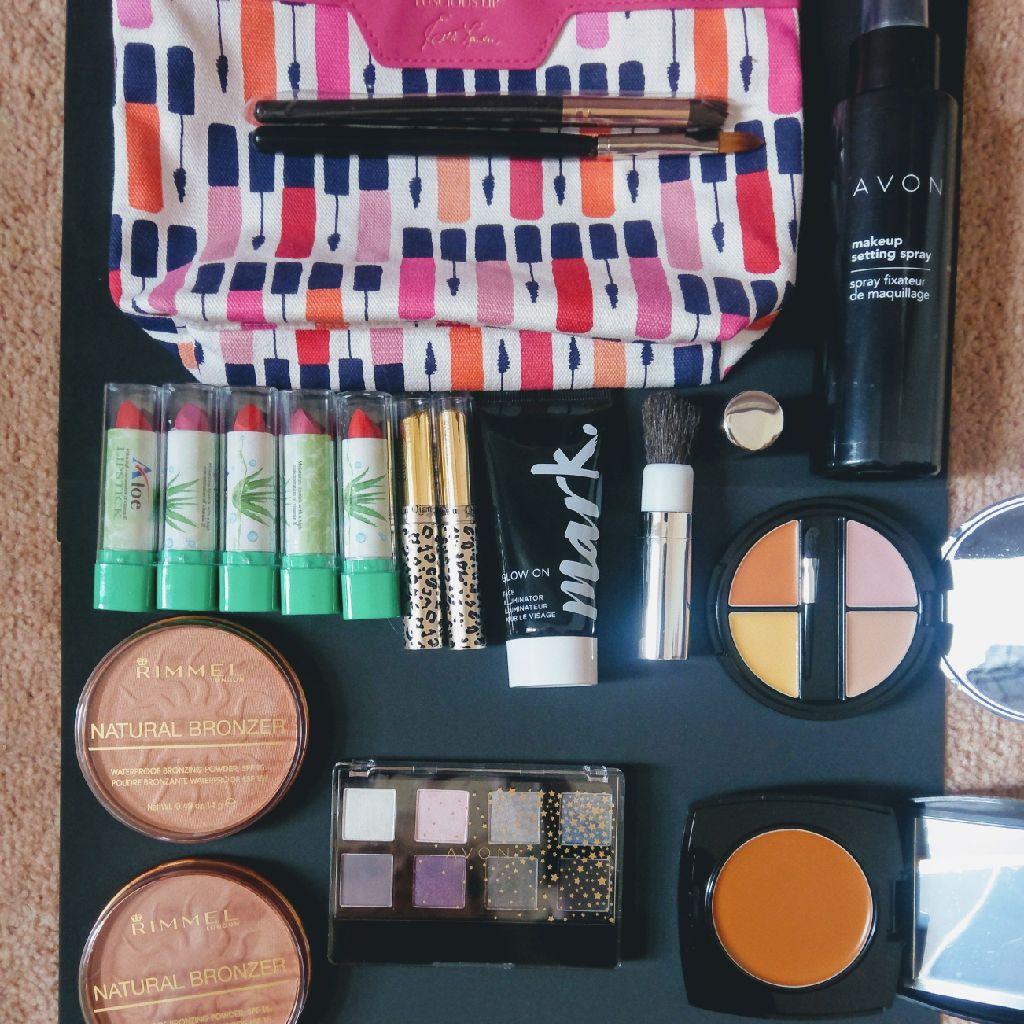 Estee Lauder bag with mixture of make up