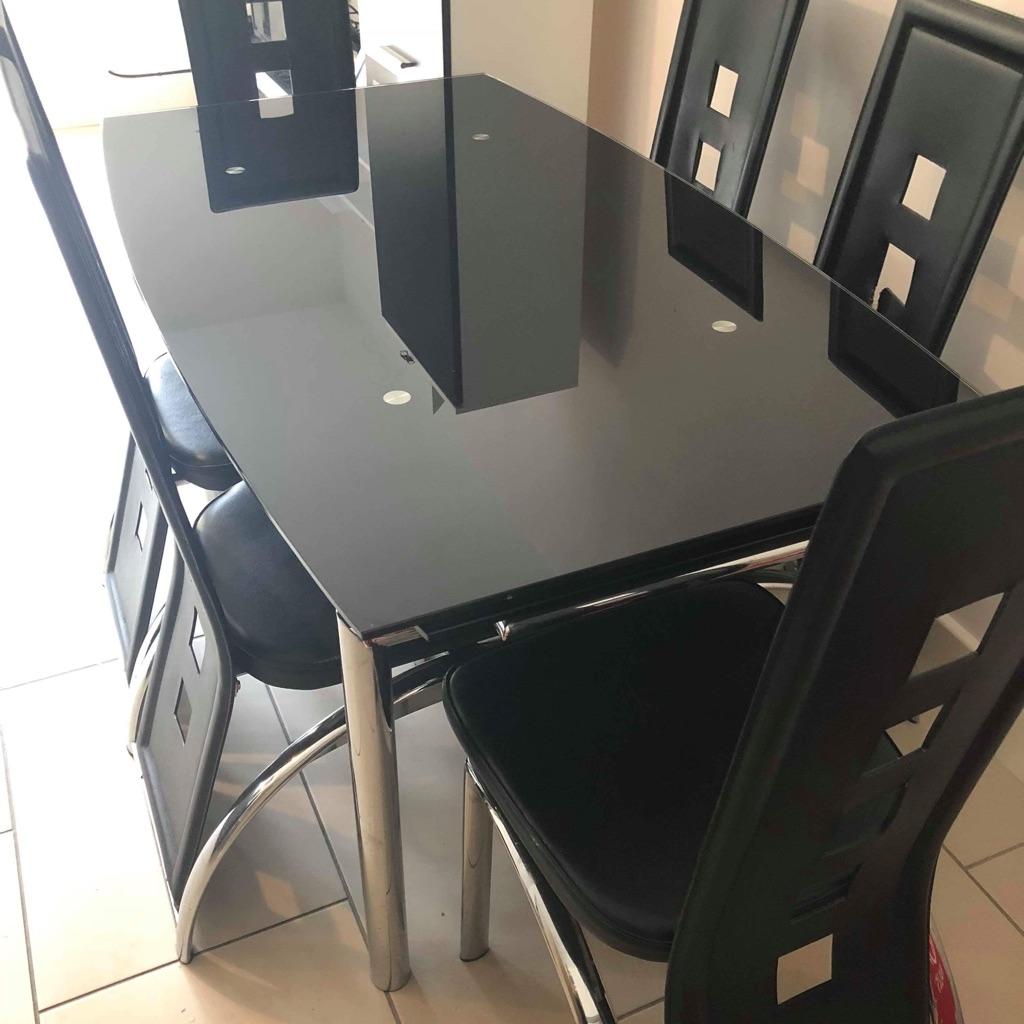 Black high gloss table & 6 chairs