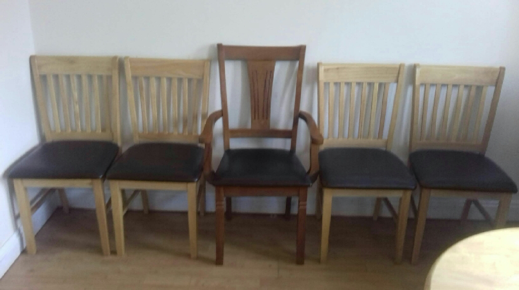 Solid pine extendable table + 5 chairs(1 carver)