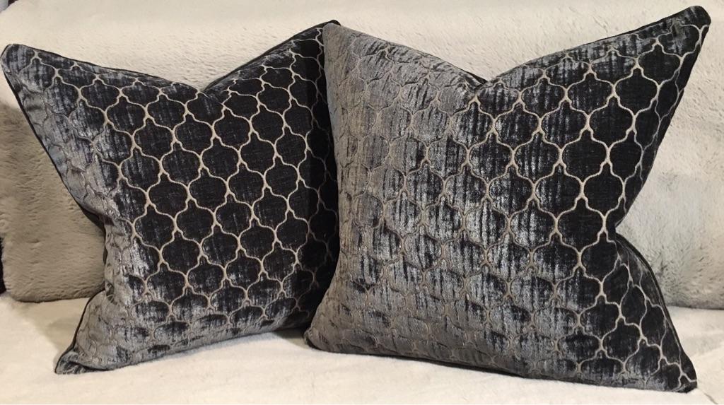 The set of 2 luxury cushions
