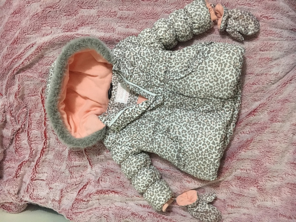 Girls jacket age 1-1,5. Excellent condition.
