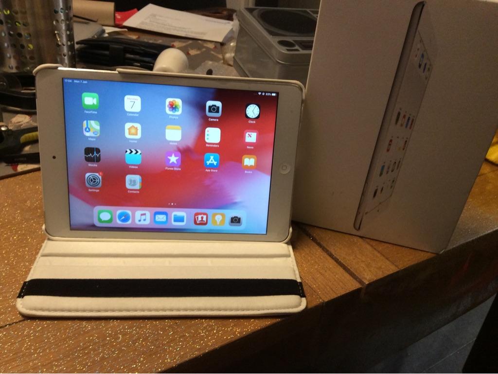 iPad A1475 Air 9.7 16gb ios12.2 white