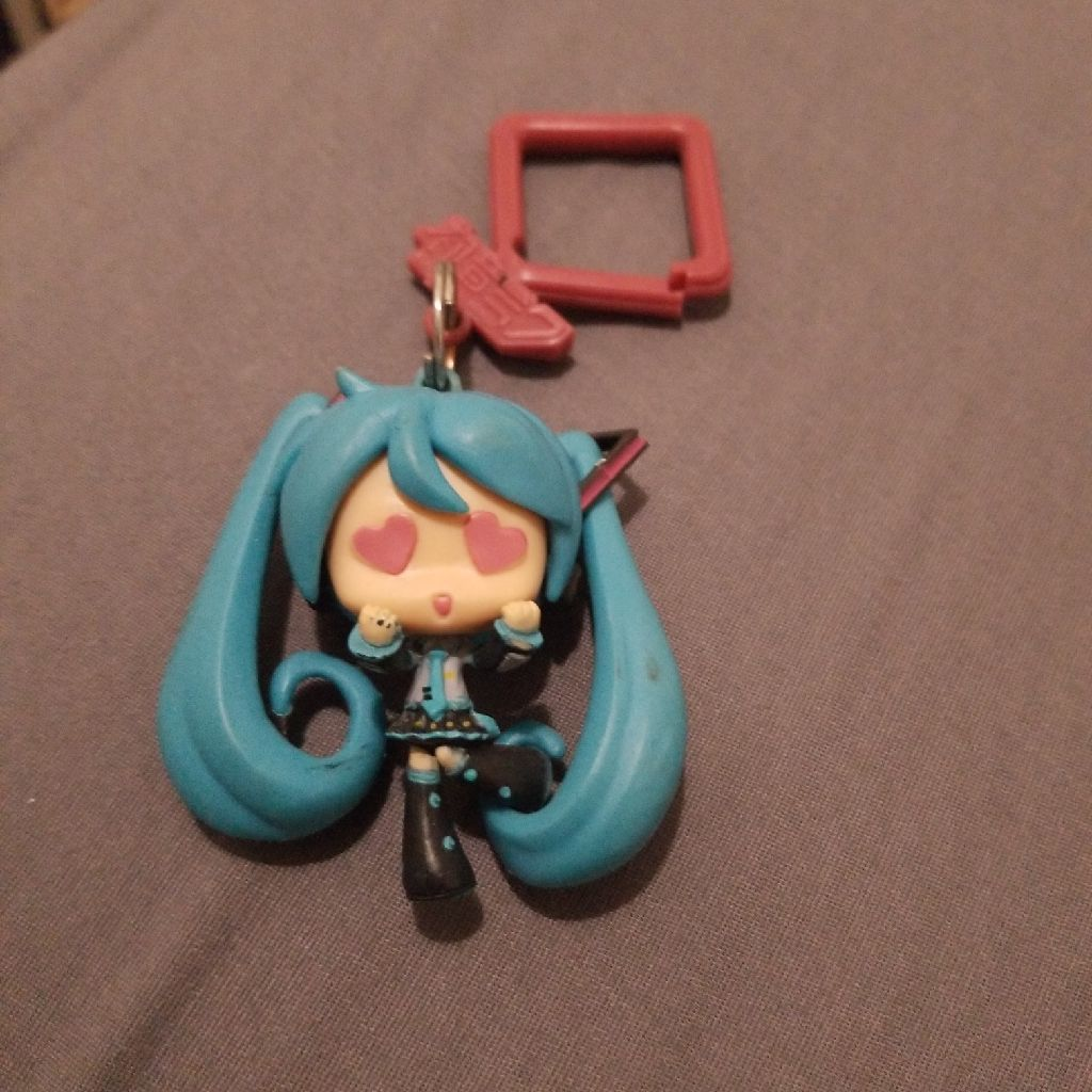 Miku with hold pack