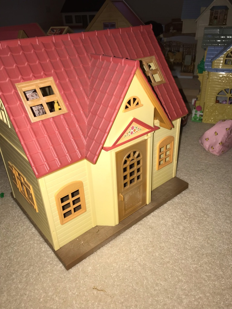 Used Sylvanian Families Cosy Cottage and Honey Fox Family