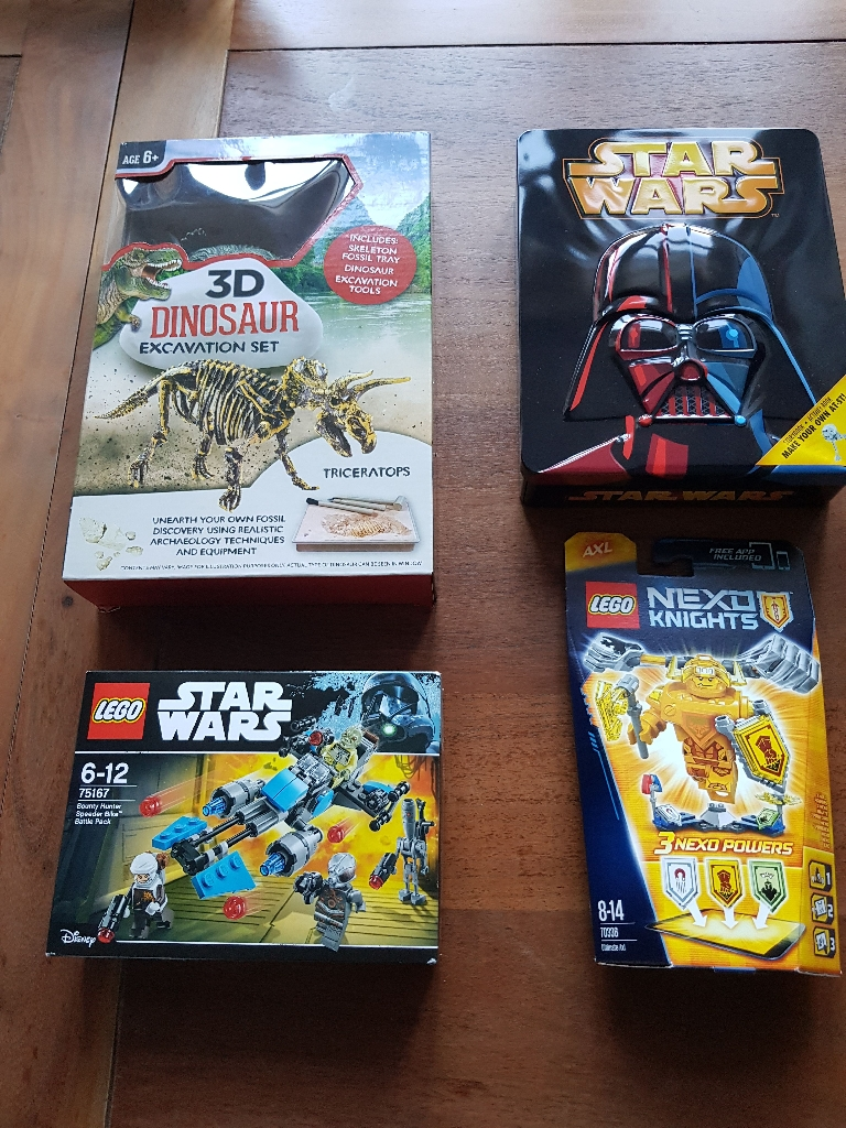 **** Brand New****Lego bundle plus dinosaurs discovery game