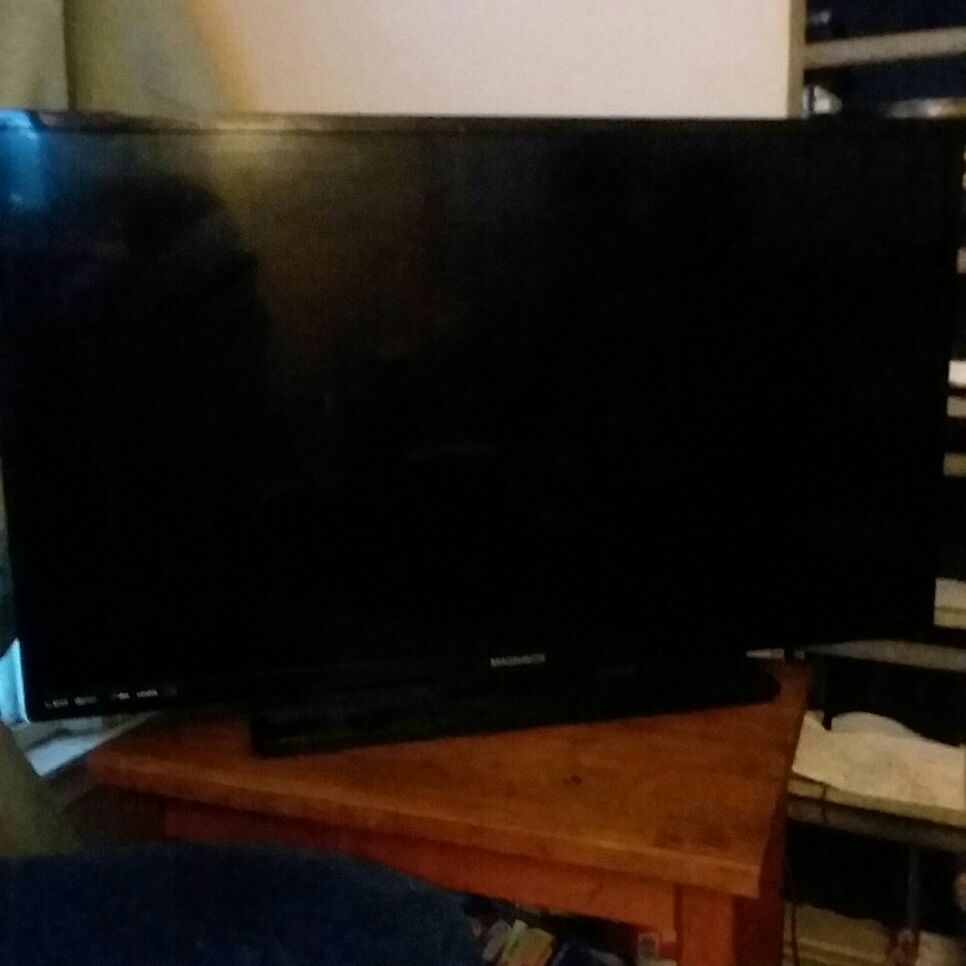 """40 """"Magnavox tv"""