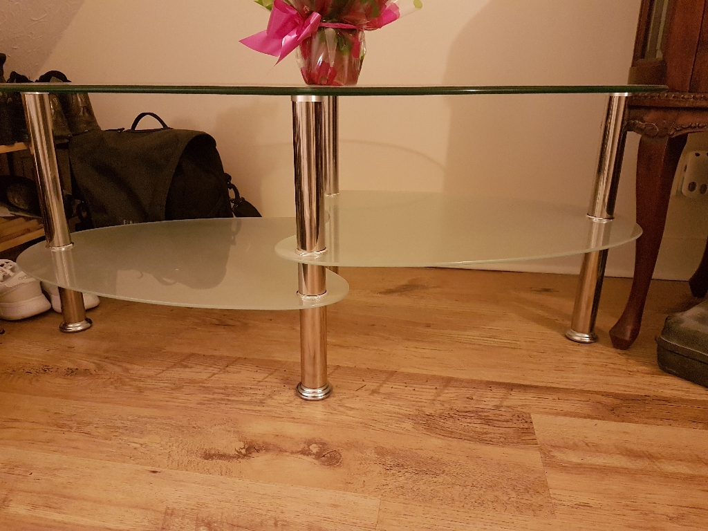 Coffee table / tv stand Clear