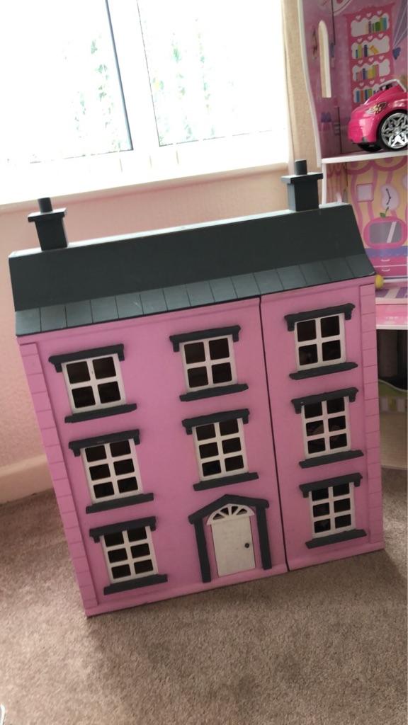Stunning Doll House