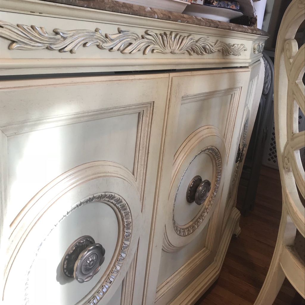 Off white wood dining room table set! 8-pieces! Beautiful!