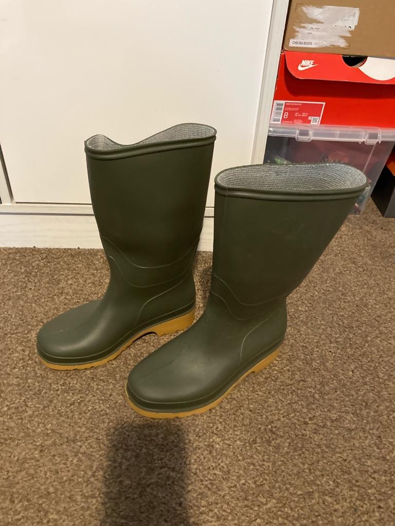 Waterproof Wellington boots