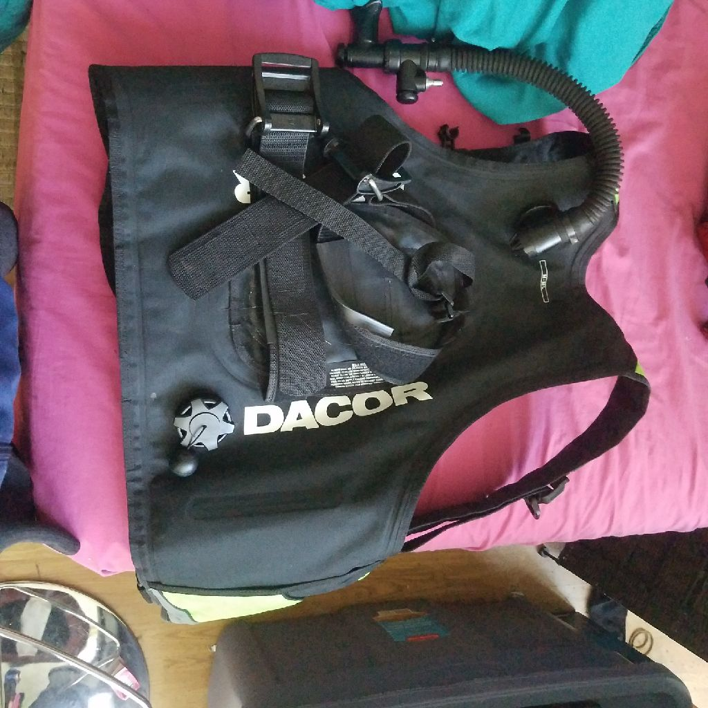 Dacor Buoyancy Compensator Inflatable Scuba Dive Vest