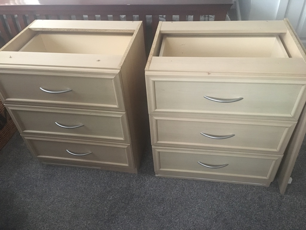Chest of draws 2 off
