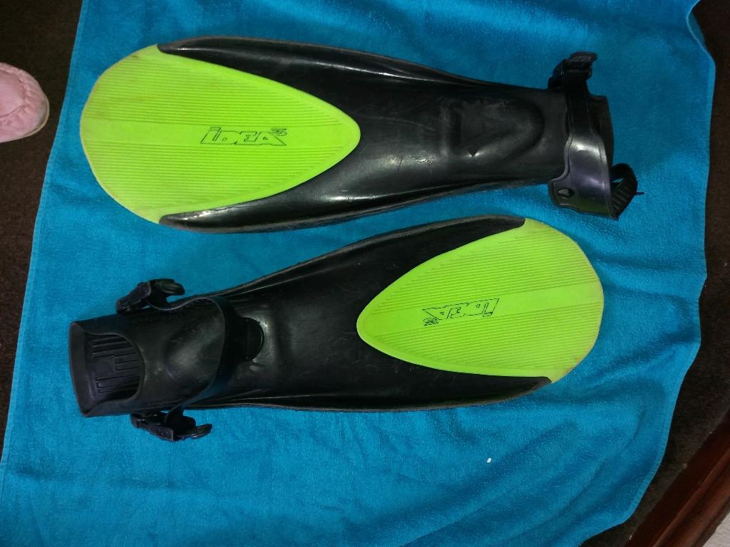 scuba gearflippers mask will split