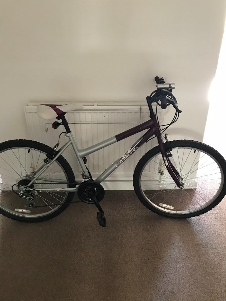 Womens hybrid bicycle